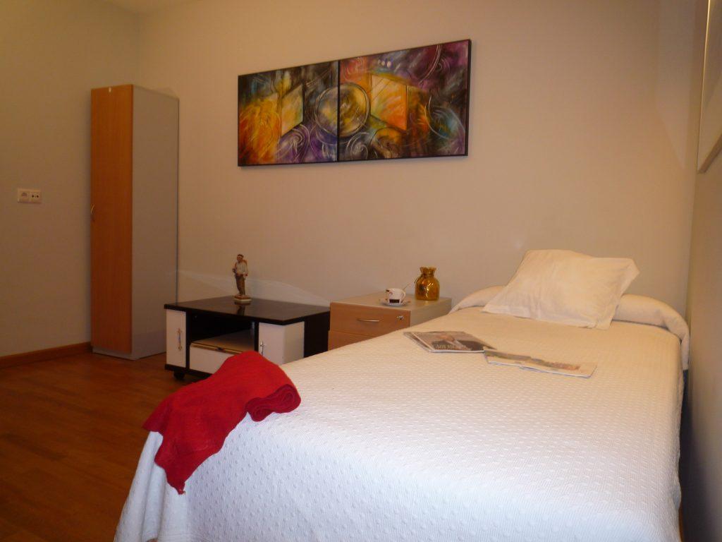 Apartamentos tur sticos apartamentos le n for Cama sencilla