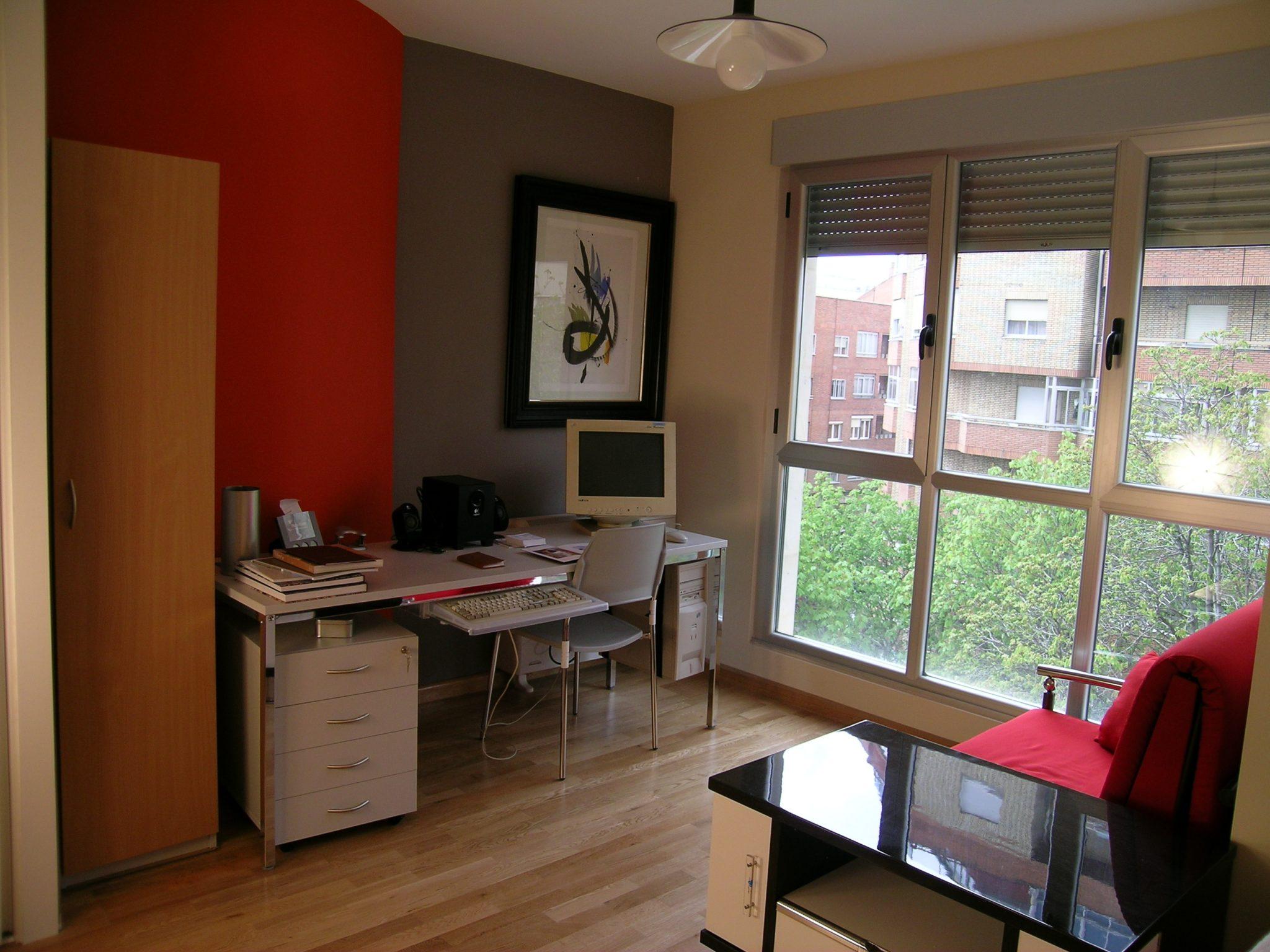 Apartamentos le n mesa oficina for Mesa oficina